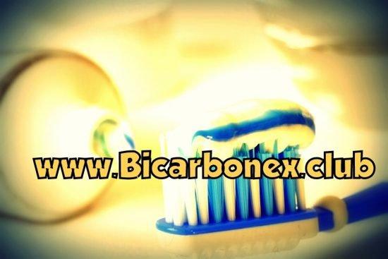 cepillar dientes con bicarbonato de sodio